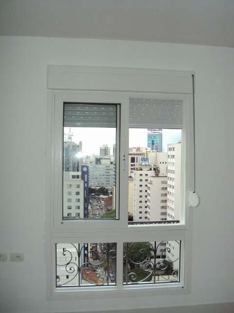 Porta janela pvc com persiana